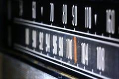 Κινηματογράφηση σε πρώτο πλάνο ενός παλαιού, εκλεκτής ποιότητας, ραδιο με τους άσπρους αριθμούς στοκ φωτογραφίες με δικαίωμα ελεύθερης χρήσης