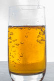 Κινηματογράφηση σε πρώτο πλάνο ενός ποτηριού της μπύρας Στοκ φωτογραφίες με δικαίωμα ελεύθερης χρήσης