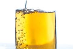 Κινηματογράφηση σε πρώτο πλάνο ενός ποτηριού της μπύρας Στοκ εικόνα με δικαίωμα ελεύθερης χρήσης