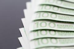 Κινηματογράφηση σε πρώτο πλάνο 100 ευρο- τραπεζογραμματίων Στοκ φωτογραφίες με δικαίωμα ελεύθερης χρήσης