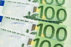 Κινηματογράφηση σε πρώτο πλάνο 100 ευρο- τραπεζογραμματίων Στοκ εικόνες με δικαίωμα ελεύθερης χρήσης