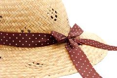 Κινηματογράφηση σε πρώτο πλάνο καπέλων αχύρου της όμορφης κυρίας Στοκ Φωτογραφίες