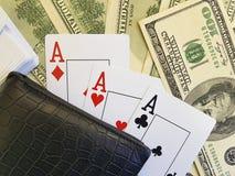 Κινηματογράφηση σε πρώτο πλάνο κινδύνου ευκαιρίας πιθανότητας πορτοφολιών υποβάθρου δολαρίων παιχνιδιού καρτών Στοκ φωτογραφίες με δικαίωμα ελεύθερης χρήσης
