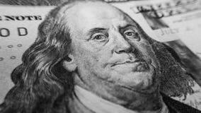 Κινηματογράφηση σε πρώτο πλάνο λογαριασμών εκατό δολαρίων του Ben Franklin Στοκ εικόνες με δικαίωμα ελεύθερης χρήσης