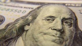 Κινηματογράφηση σε πρώτο πλάνο λογαριασμών εκατό δολαρίων του Ben Franklin Στοκ Εικόνα
