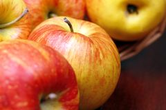 κινηματογράφηση σε πρώτο πλάνο μήλων Στοκ Εικόνα