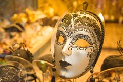 Κινηματογράφηση σε πρώτο πλάνο μασκών της Βενετίας Κατάστημα μασκών της Βενετίας καρναβάλι Στοκ Εικόνες