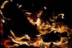 Κινηματογράφηση σε πρώτο πλάνο μιας πυράς προσκόπων Στοκ Φωτογραφία