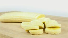 Κινηματογράφηση σε πρώτο πλάνο περικοπών μπανανών Timelapse φιλμ μικρού μήκους