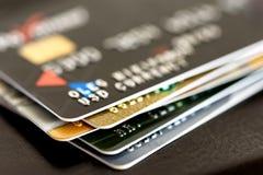 Κινηματογράφηση σε πρώτο πλάνο πιστωτικών καρτών στοκ εικόνες