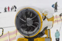 Κινηματογράφηση σε πρώτο πλάνο πυροβόλων χιονιού Στοκ φωτογραφία με δικαίωμα ελεύθερης χρήσης