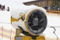 Κινηματογράφηση σε πρώτο πλάνο πυροβόλων χιονιού Στοκ Εικόνες