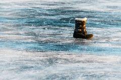 Κινηματογράφηση σε πρώτο πλάνο της επιφάνειας πάγου της λίμνης Στοκ εικόνες με δικαίωμα ελεύθερης χρήσης