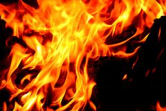 Κινηματογράφηση σε πρώτο πλάνο της φλόγας πυρκαγιάς Στοκ Εικόνες