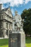 Κινηματογράφηση σε πρώτο πλάνο του αγάλματος σολομών του George, κολλέγιο Δουβλίνο τριάδας Στοκ Φωτογραφία