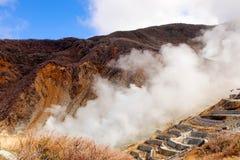 Κινηματογράφηση σε πρώτο πλάνο του βουνού στον καπνό owakudani που βγαίνει από Hakone, Jap Στοκ φωτογραφία με δικαίωμα ελεύθερης χρήσης