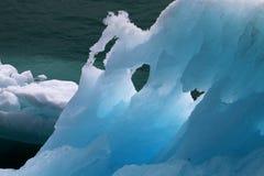 Κινηματογράφηση σε πρώτο πλάνο του επιπλέοντος πάγου πάγου στην Αλάσκα Στοκ Φωτογραφία