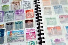 Κινηματογράφηση σε πρώτο πλάνο του λευκώματος γραμματοσήμων Στοκ φωτογραφία με δικαίωμα ελεύθερης χρήσης