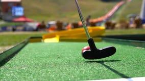 Κινηματογράφηση σε πρώτο πλάνο του μίνι γκολφ παιχνιδιού φορέων στοκ φωτογραφίες με δικαίωμα ελεύθερης χρήσης