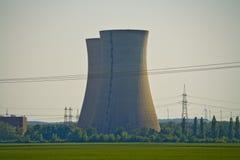 Κινηματογράφηση σε πρώτο πλάνο του μη χρησιμοποιούμενου πυρηνικού σταθμού Grafenrheinfeld στη Βαυαρία, Γερμανία στοκ φωτογραφία
