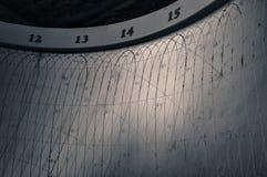 Κινηματογράφηση σε πρώτο πλάνο του πίνακας-προσώπου ενός ηλιακού ρολογιού στοκ φωτογραφίες