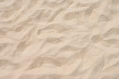 Κινηματογράφηση σε πρώτο πλάνο του σχεδίου άμμου μιας παραλίας το καλοκαίρι Στοκ εικόνες με δικαίωμα ελεύθερης χρήσης