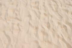 Κινηματογράφηση σε πρώτο πλάνο του σχεδίου άμμου μιας παραλίας το καλοκαίρι Στοκ φωτογραφία με δικαίωμα ελεύθερης χρήσης
