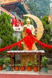 Κινηματογράφηση σε πρώτο πλάνο του χρυσού Θεού του γάμου στο ναό αμαρτίας Wong Tai Στοκ Εικόνες