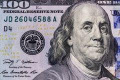 Κινηματογράφηση σε πρώτο πλάνο του Ben Franklin σε έναν λογαριασμό εκατό δολαρίων για το υπόβαθρο ΙΙ στοκ εικόνα