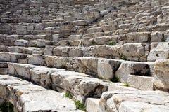 Κινηματογράφηση σε πρώτο πλάνο των βημάτων του αμφιθεάτρου αρχαίου Έλληνα στοκ φωτογραφία με δικαίωμα ελεύθερης χρήσης