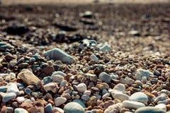 Κινηματογράφηση σε πρώτο πλάνο των βράχων στην παραλία στοκ φωτογραφία