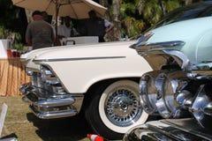 Κινηματογράφηση σε πρώτο πλάνο των κλασικών αμερικανικών αυτοκινήτων σε ένα lineup στοκ φωτογραφίες με δικαίωμα ελεύθερης χρήσης