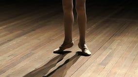 Κινηματογράφηση σε πρώτο πλάνο των ποδιών ballerina μικρών κοριτσιών ` s στη σκηνή απόθεμα βίντεο
