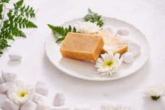 κινηματογράφηση σε πρώτο πλάνο χειροποίητο products soap spa εξωτική flower massage products spa πετσέτα πετρών Στοκ Εικόνες