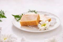 κινηματογράφηση σε πρώτο πλάνο χειροποίητο products soap spa εξωτική flower massage products spa πετσέτα πετρών στοκ φωτογραφίες με δικαίωμα ελεύθερης χρήσης