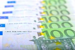 Κινηματογράφηση σε πρώτο πλάνο 100 ευρο- τραπεζογραμματίων Στοκ Φωτογραφία