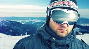 Κινηματογράφηση σε πρώτο πλάνο βουνό-σκιέρ Στοκ Εικόνες