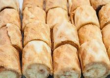 Κινηματογράφηση σε πρώτο πλάνο για να θολώσει το τριζάτο υπόβαθρο ρόλων μπισκότων γεύσης βανίλιας Στοκ εικόνα με δικαίωμα ελεύθερης χρήσης
