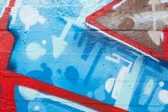 Κινηματογράφηση σε πρώτο πλάνο γκράφιτι με τα βέλη και τα μπλε σημεία Στοκ Εικόνες
