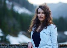 Κινηματογράφηση σε πρώτο πλάνο ενός όμορφου λατινικού κοριτσιού Στοκ Εικόνες
