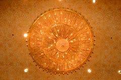 Κινηματογράφηση σε πρώτο πλάνο ενός όμορφου κρυστάλλου chandelierClose-επάνω ενός beautif Στοκ Εικόνες