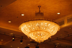 Κινηματογράφηση σε πρώτο πλάνο ενός όμορφου κρυστάλλου chandelierClose-επάνω ενός beautif Στοκ φωτογραφία με δικαίωμα ελεύθερης χρήσης