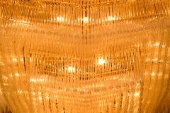 Κινηματογράφηση σε πρώτο πλάνο ενός όμορφου πολυελαίου κρυστάλλου Στοκ Εικόνες