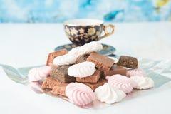 Κινηματογράφηση σε πρώτο πλάνο επιδορπίων σοκολάτας Φραγμός σοκολάτας Στοκ φωτογραφίες με δικαίωμα ελεύθερης χρήσης