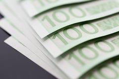Κινηματογράφηση σε πρώτο πλάνο 100 ευρο- τραπεζογραμματίων Στοκ φωτογραφία με δικαίωμα ελεύθερης χρήσης