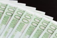 Κινηματογράφηση σε πρώτο πλάνο 100 ευρο- τραπεζογραμματίων Στοκ εικόνα με δικαίωμα ελεύθερης χρήσης