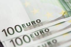 Κινηματογράφηση σε πρώτο πλάνο 100 ευρο- τραπεζογραμματίων Στοκ Φωτογραφίες