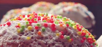 Κινηματογράφηση σε πρώτο πλάνο διακοσμήσεων κέικ Πάσχας Στοκ Φωτογραφίες