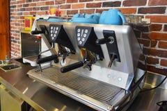 Κινηματογράφηση σε πρώτο πλάνο μηχανών καφέ Στοκ Εικόνες