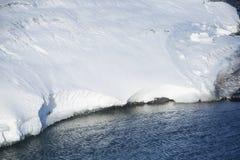 Κινηματογράφηση σε πρώτο πλάνο μιας τήξης επιπλέοντος πάγου πάγου Στοκ φωτογραφίες με δικαίωμα ελεύθερης χρήσης